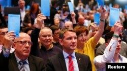 Dve trećine partijskih lidera glasalo je za početak procedure protiv Hekea