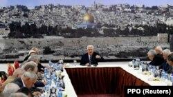محمود عباس، رئیس تشکیلات خودگردان فلسطینی در یکی از جلسات این تشکیلات