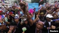 Акция у здания министерства финансов Таиланда, захваченного протестующими 26 декабря 2013 года