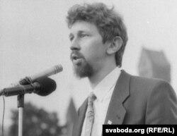 Дэпутат Апазыцыі БНФ Сяргей Навумчык на плошчы, 1991 г.