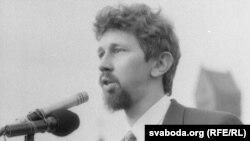 Дэпутат Апазыцыі БНФ С. Навумчык на плошчы, 24 жніўня 1991 г.
