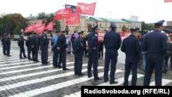 Полиция следит за порядком на митинге. Харьков, 30 августа 2012 года.