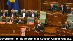 Kryeministri Ramush Haradinaj në foltoren e Kuvendit.