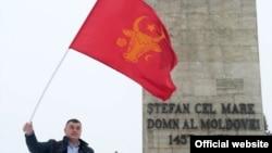 Drapelul pretins a fi al lui Ştefan cel Mare a fost fluturat întâi de comunişti, ulterior de socialişti la proteste