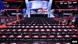 Зал, где проходит съезд Республиканской партии США, перед началом мероприятия, Кливленд, США, 18 июля 2016 года.