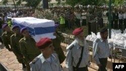 Двух давно погибших израильских солдат похоронили с подобающими почестями