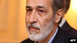 نصرتالله تاجیک، سفیر پیشین ایران در اردن، هنگام توقف در مسقط در راه بازگشت به تهران.