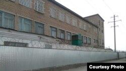 У здания тюрьмы. Иллюстративное фото.