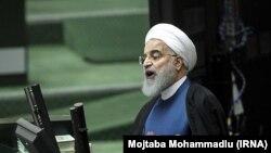 Хасан Рухани выступает в парламенте Ирана. 29 октября 2017 года
