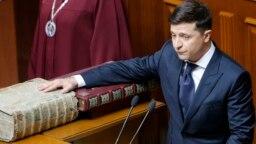 Новий президент Володимир Зеленський складає присягу на вірність українському народові. Київ, 20 травня 2019 року