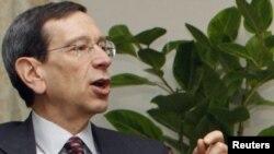 رابرت آینهورن، مقام ارشد در وزارت خارجه آمریکا