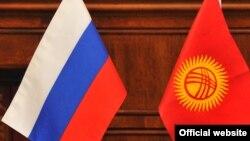 Орусия менен Кыргызстандын желектери