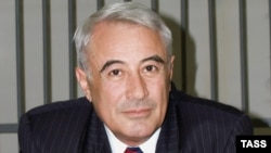 Former Azerbaijani parliament speaker Rasul Quliyev has thrown his hat in with the new opposition alliance.
