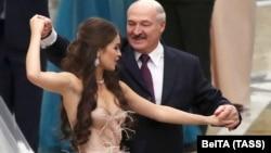 Александр Лукашенко менен Мария Василевич.