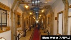 Экспозиционный зал с личными делами заключенных, отбывавших срок в Карлаге. Поселок Долинка, Карагандинская область, 19 мая 2013 года.