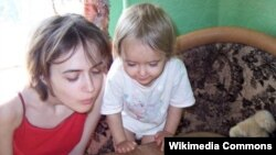 Мать и дочь до вмешательства государства в их жизнь
