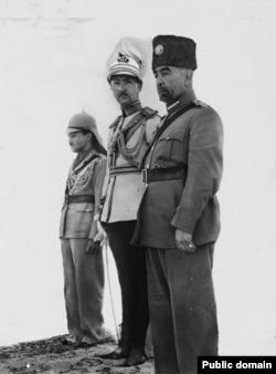 تاجگذاری ملک عبدالله (نفر اول سمت راست) به عنوان پادشاه اردن