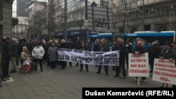 Traže razgovor s Vučićem: Bivši radnici PKB-a ispred Predsedništva Srbije
