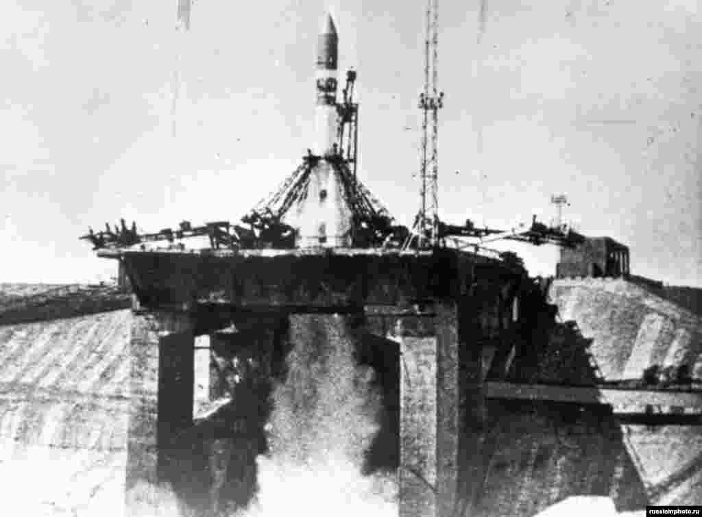 An unidentified rocket blasts off from Baikonur in 1960. The site -- built in the wilderness of the Kazakh Soviet Socialist Republic -- was chosen for the uninhabited plains that surround it and its proximity to the equator.