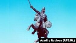 Naxçıvanda Koroğlunun heykəli