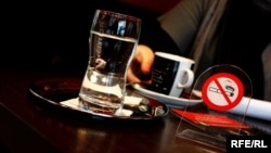 Знак за забрането пушење во скопско кафуле
