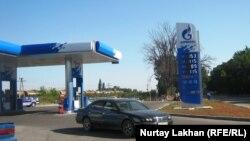 "На АЗС ""Газпромнефти"" в Алматы. 20 августа 2014 года."