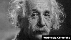 Альберт Эйнштейн, немецкий физик-теоретик.