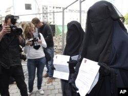 آرشیف، زنان با پوشش برقع در بلجیم