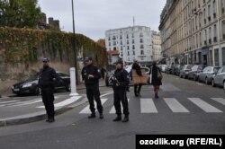 Париж көшелеріндегі полиция қызметкерлері. 14 қараша 2015 жыл.