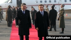 Премьер Иванишвили, который впервые посетил Ереван с официальным визитом, внешне выглядел спокойным и расслабленным