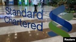 Вхід до офісу британського банку Standard Chartered