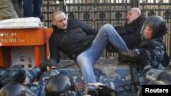 Сергеј Удалцов на протестите на плоштадот Пушкин