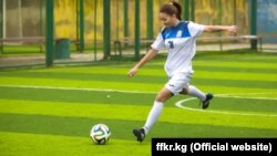 Кыргызстандын футболчу кыз.