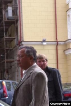 Жаныбек Бакіеў на менскай вуліцы Карла Маркса, фота Міхася Пашкевіча.