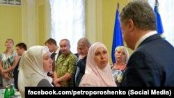 Порошенко на встрече с родственниками украинских политзаключенных и заложников, удерживаемых Россией, Киев, 8 июня 2018 года