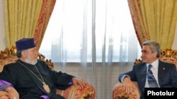 Armenia -- President Serzh Sarkisian and Catholicos Garegin II meet on 24Sept., 2009