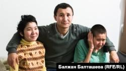 Данияр Губайдуллин с сестрами Динарой (слева) и Даной.