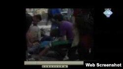 Svjedok Ismet Svraka je na slici (povređeni na Markalama) u bijeloj jakni, okrenut leđima, u lijevoj polovici slike