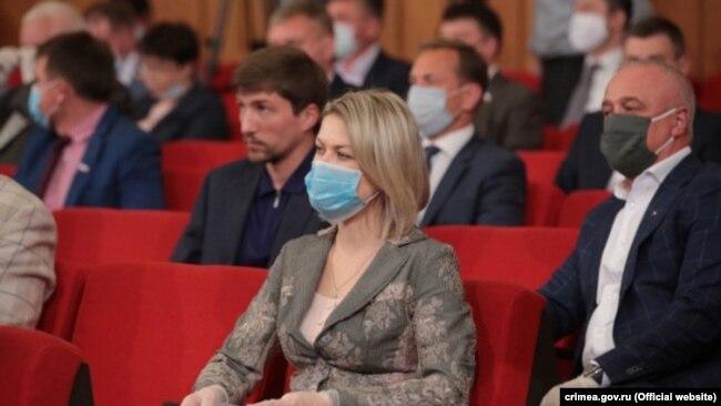 Депутаты на заседании подконтрольного России крымского парламента, 27 мая 2020 года