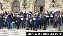 Profesorii de la Universitatea A I Cuza avertizează că România alunecă spre un stat iliberal și oligarhic