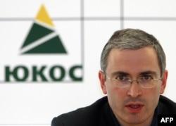 La o conferință de presă în 2003 la Moscova
