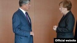 Президент Алмазбек Атамбаев менен Германия канцлери Ангела Меркел.