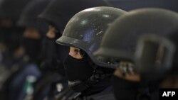 Есірткі картельдеріне қарсы күресетін мексикалық полицей әйелдер. 15 маусым 2010 жыл. (Көрнекі сурет)