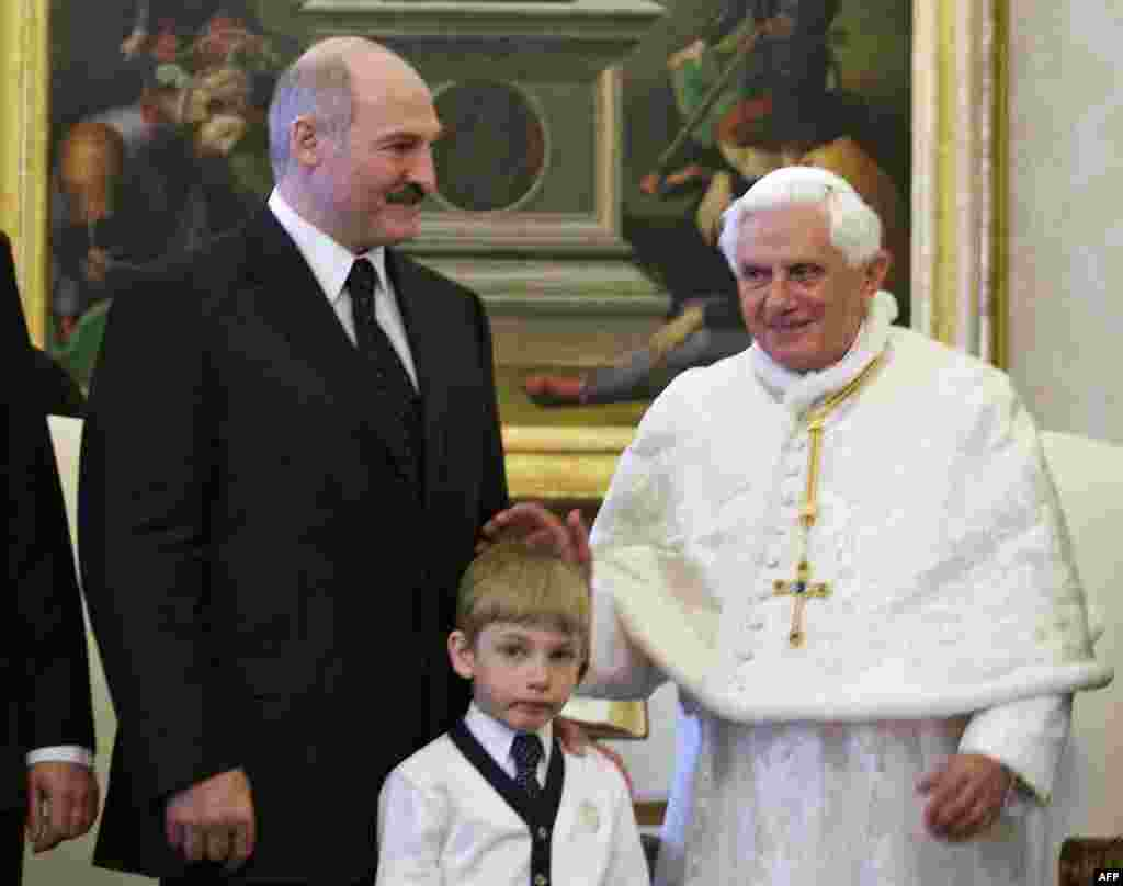 Lukashenka and Kolya meet with Pope Benedict XVI at the Vatican in April 2009.