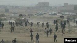 مواجهة بين متظاهرين وقوات الأمن العراقية في الفلوجة يوم 25/1/2013