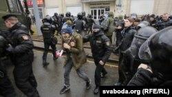 Міліція затримує людей у Мінську, Білорусь, 25 березня 2017 року