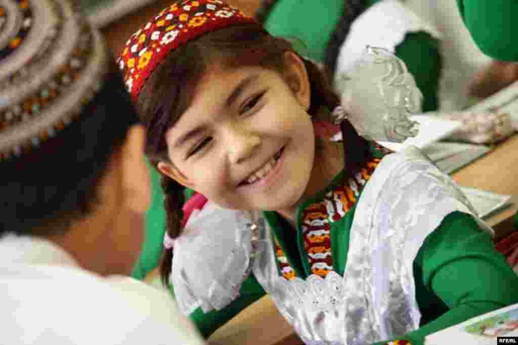 Aşgabatdaky türkmen - rus mekdebi #20
