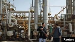 Анти-владини демонстранти пред нафтен терминал во Либија
