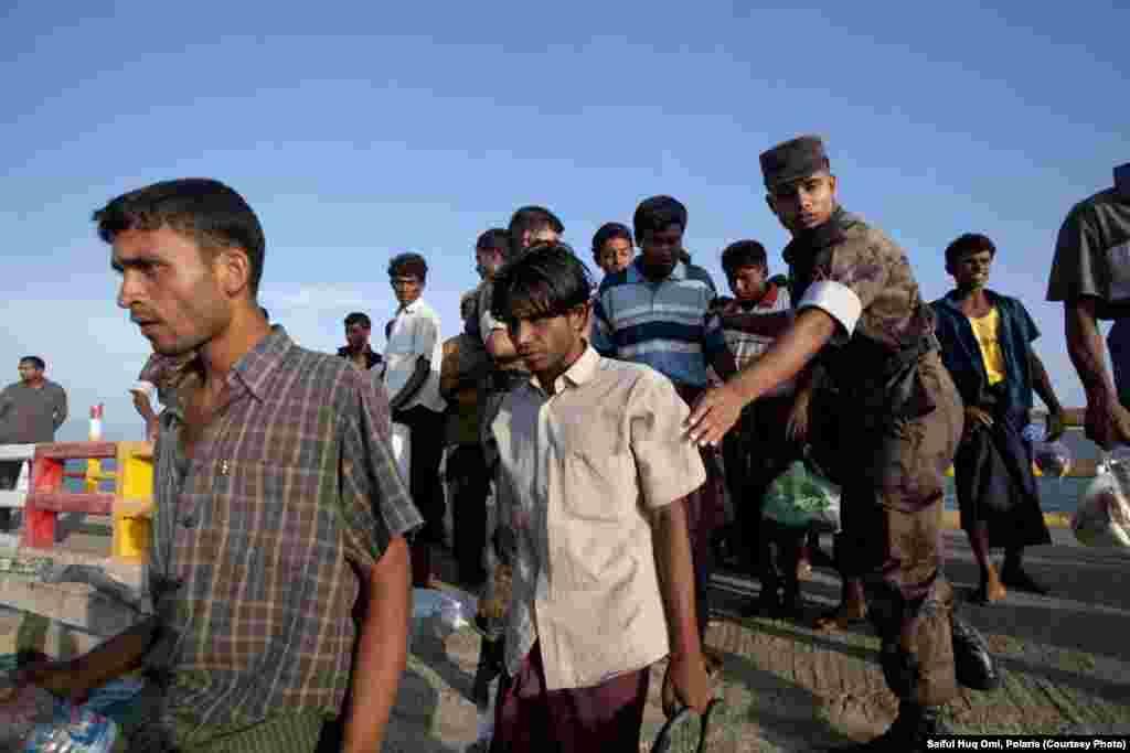 BMT Birma müsəlmanları olan rohindiyalıları dünyanın ən çox zülmə məruz qalan azlığı hesab edir.