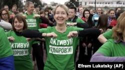 Уляна Супрун бере участь у відкритому спортивному тренуванні, присвяченому Всесвітньому дню здоров'я в Києві, квітень 2017 року